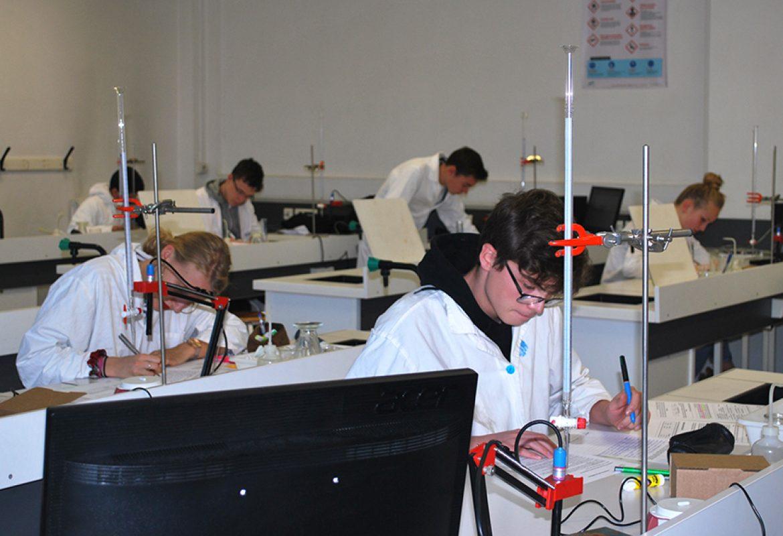 notre-dame-toutes-aides-lycee-general-technologique-laboratoire-sciences-2